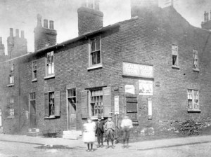 1901. View of cottages on north side of Back Nile Street, looking from Bridge Street. Image  Leeds Library and Information Service, www.leodis.net